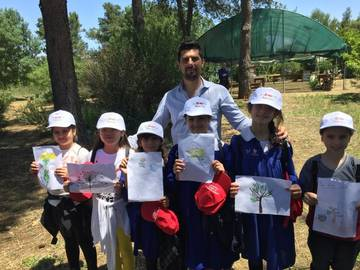 Maurizio Chiesa (Biotecgen) with the winners of the drawing competition