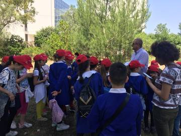 Angelo Santino (ISPA-CNR) discussing with the kids the topic of biodiversity